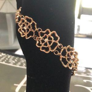 Gold tone flower bracelet
